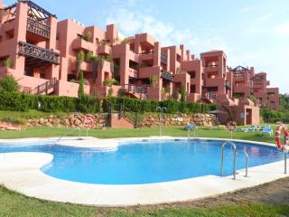 LUXURY APARTMENT CLOSE TO BEACH/RESTUARANTS/GOLF, Puerto de la Duquesa