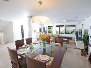 FL001 Pool & Beach - 5 Bedroom Estate, Barra da Lagoa