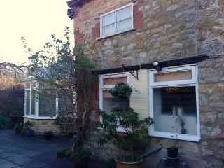 Garden Cottage with parking in Central Sherborne.