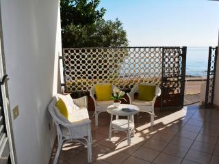 CASA DEL MARE: grazioso appartamento fronte mare, 6 persone