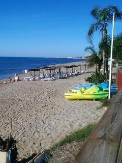 Royal Beach about 100m from Mi Capricho via boardwalk