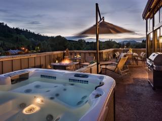 Hot tub overlooking mountains