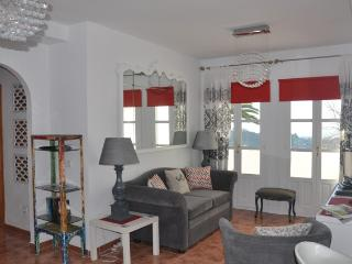 LUXURIOUS 2 BED 2 BATH APT WITH POOL, SKY TV WIFI, Frigiliana