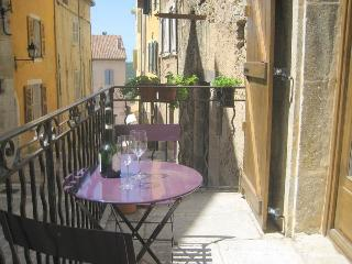 Air conditioned studio in village centre, Fayence