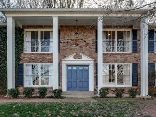 4+ BR 3300 sqft Luxury Stunner Minutes to Downtown, Vandy, Green Hills, 12 South, Nashville