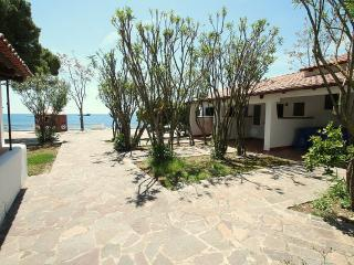 1 bedroom Villa with WiFi and Walk to Beach & Shops - 5229343