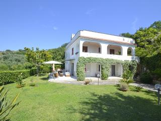Villa Moth, Sant'Agata sui Due Golfi