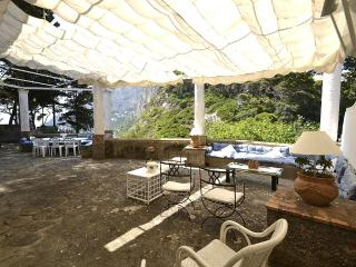 Capri Villa Sleeps 9 with Air Con - 5229397
