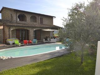 Villa Lucinda, Valtopina