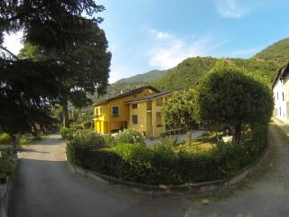 "Bed and Breakfast ""L'Albero Maestro"", Borgofranco d'Ivrea"