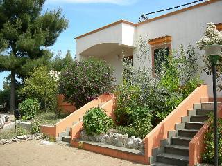 Vieste Villa Sleeps 4 with Air Con and WiFi - 5229455