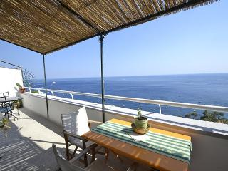 Positano Holiday Home Sleeps 4 with Air Con and WiFi - 5229521