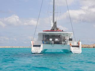 Charter Catamaran Elsie One