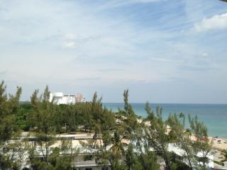 7th Floor King Suite - Atlantic Hotel - Oceanviews, Fort Lauderdale