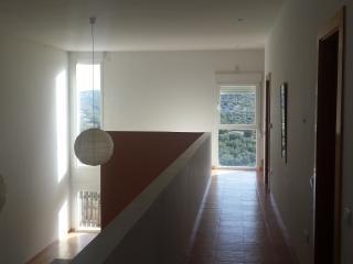 Vista pasillo habitaciones - salón