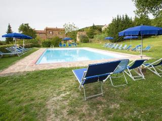 Sant'Antimo Villa Sleeps 6 with Pool and WiFi - 5228339