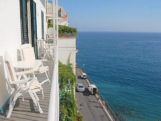 Amalfi Apartment Sleeps 4 with Air Con and WiFi - 5228521