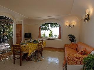 Positano Villa Sleeps 2 with Air Con - 5228713
