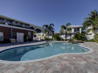 Gulf Sunset Oasis - 5 Bdrs - Beachfront, Indian Rocks Beach