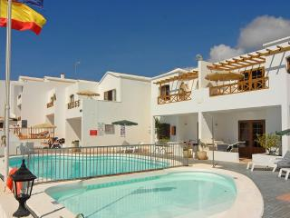 Spacious Two Bedroom Apartment in Pto del Carmen, Puerto Del Carmen