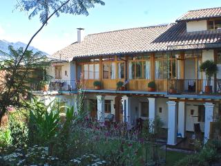 Peaceful Garden Suite Tortuga in Historical Quito