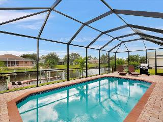 Villa Sofia - Gulf Access canal sleeps 8 Rates slashed for spring!!, Cape Coral