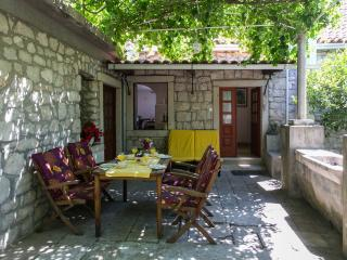 Apartment Milos - Two Bedroom Apartment with Terrace and Sea View, Zaton