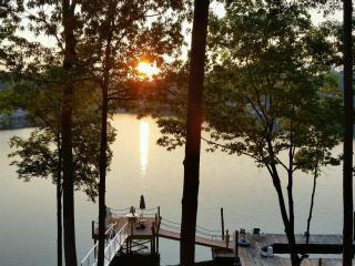 Lake cottage w/ firepit, private dock, gazebo