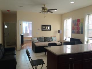 3 Bedroom Apartment -16min from Times Square, Sunnyside