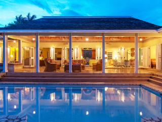 JAMAICAN DREAM is an aptly-named private villa located in a gated Rose Hall, Montego Bay