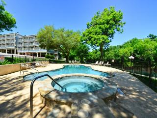 Stunning Comal Water Front Condo with River View!, New Braunfels