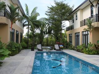 NYG162 Poolside villa with large garden, Nai Yang