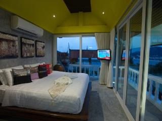 PAT181 Spacious 5 bedrooms pool villa surrounded by lush tropical gardens, Patong
