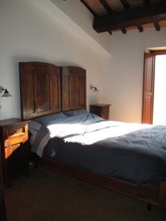 Bedroom 2: queen bed, balcony