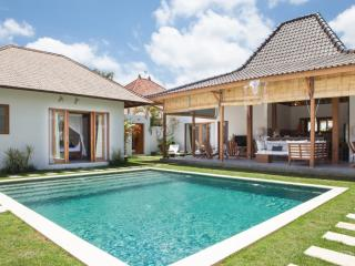 Fantastic 4 bedrooms Villa at Kudeta Oberoi, Seminyak