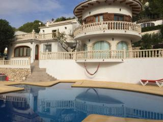 VILLA LAS DOS RAQUETAS, 3BEDROOMS, POOL, SEAVIEW
