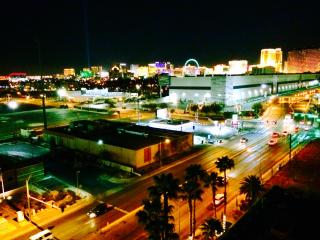 2BR CONDO WITH BALCONY, POOL & GOLF COURSE VIEW., Las Vegas