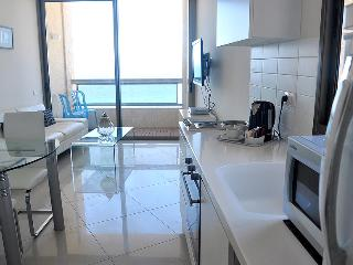 Luxury 2BR Beach Apt Sea View, Netanya