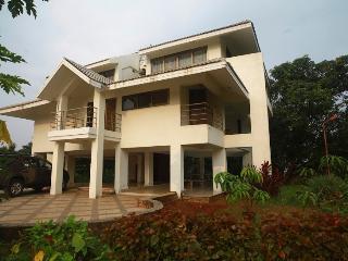 Ocean Vista, a lavish villa perched on a hilltop, Bombay
