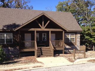Sleepy Hollow Cabin-Pet Friendly 1 bedroom/1 cabin located at StoneBridge, Branson ouest