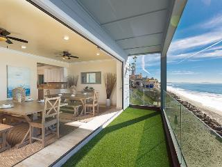 Beautiful 7br + bonus room, beachfront w/ balconies, semi-private beach, Oceanside
