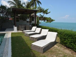 LUXURY BEACHFRONT VILLA, Bophut
