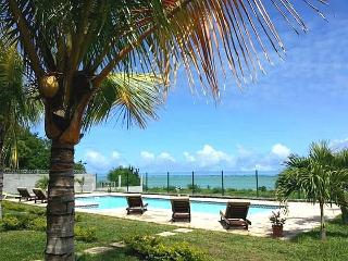 RIVA BELLA - Pieds dans l'eau avec piscine - A3