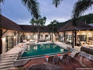 7 bdr Villa for short-term rental  Phuket - Naiharn, Nai Harn