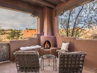 Villa del Norte - Luxury adobe with mountain views, fireplaces and more..., Santa Fé