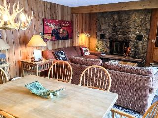 Cozy East Vail 2 Bedroom Condo #1601 w/ Fireplace.