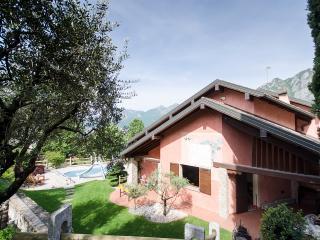 """Villa Incantevole """" VIVERE A INCANTO....."""" a Lecco"""