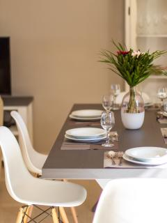 Dining table details! Enjoy a homemade meal with your family!