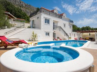 Luxury VILLA GITA private jacuzzi, heated pool, gym and sauna, amazing sea views