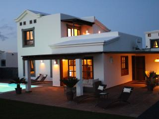 Traum Villa mit Meerblick und beheiztem Pool 28°, Playa Blanca
